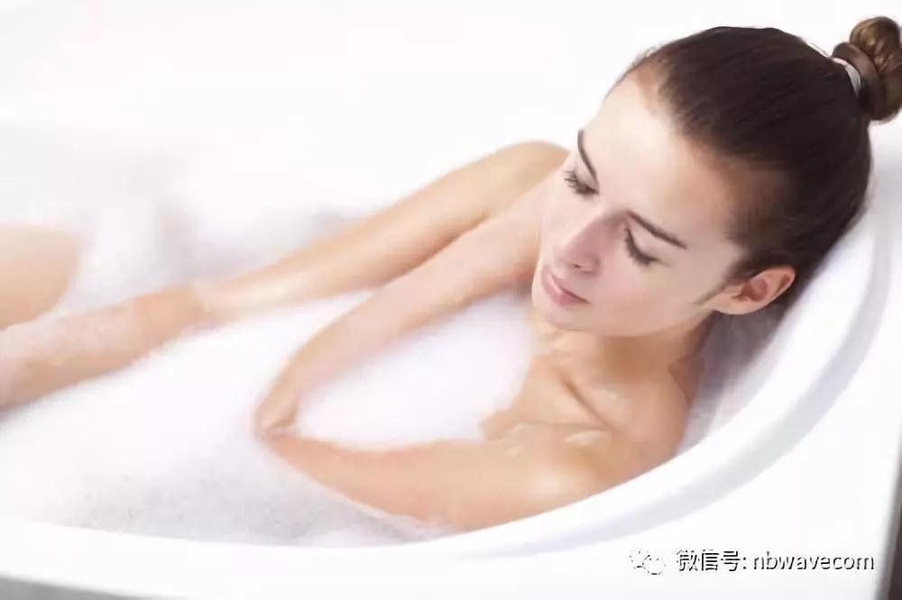 热水泡澡能减肥